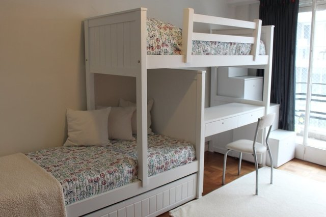 Muebles juveniles camas desplazadas o cama tren - Camas divanes juveniles ...