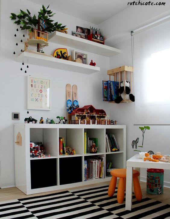 Mueble bajo para dormitorio laqueado en blanco for Muebles bajos dormitorio para adultos